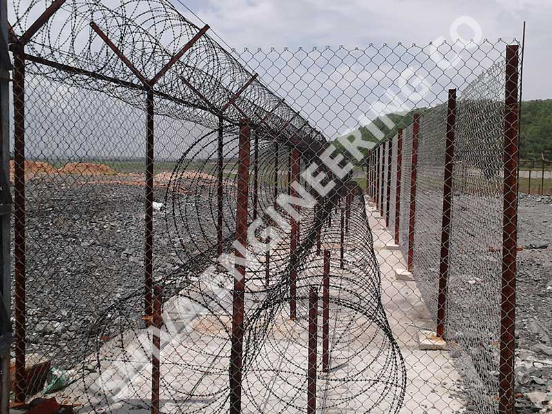 CONSEC® 3 LAYER ULTRA HIGH PYRAMID CONCERTINA WIRE WITH CHAIN LINK