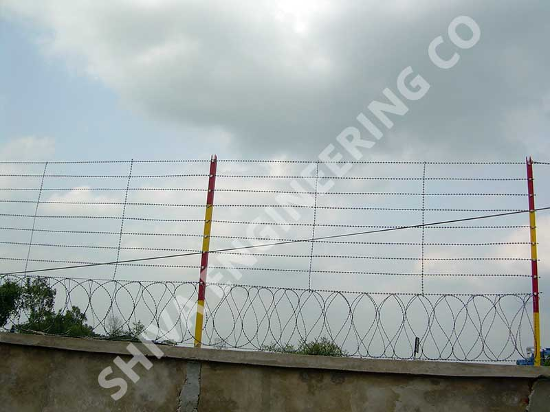 CONSEC® WALL TOP FENCING WITH 2 MTR HIGH RAZOR STRAND FENCE WITH PEGGINGS