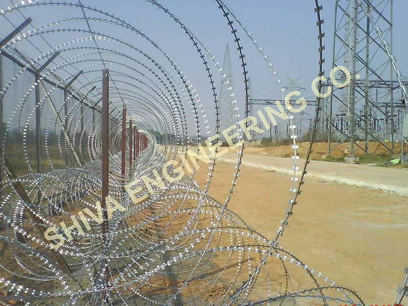 CONSEC® PYRAMID TRIPLE CONCERTINA COIL WITH 5 NOS RAZOR WIRE